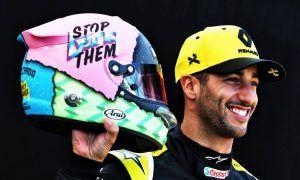 Daniel Ricciardo unveils his 'funky lid' for 2019