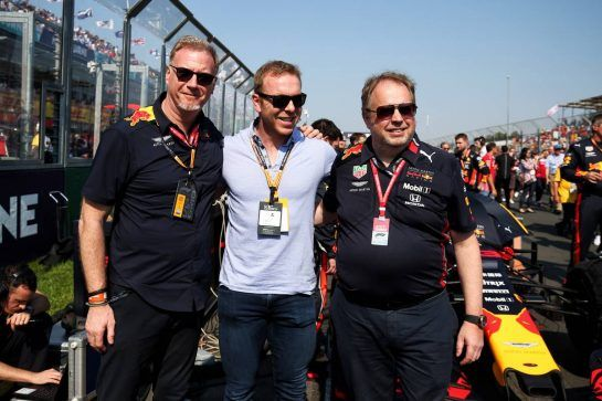Sir Chris Hoy (GBR) with the Red Bull Racing team on the grid.