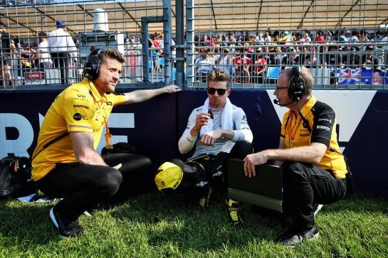 Nico Hulkenberg (GER) Renault F1 Team with Martin Poole (GBR) Renault F1 Team Personal Trainer (Left) and Mark Slade (GBR) Renault F1 Team Race Engineer (Right) on the grid.