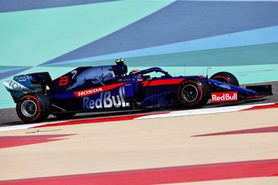 Alexander Albon (THA) Scuderia Toro Rosso STR14. 29.03.2019. Formula 1 World Championship, Rd 2, Bahrain Grand Prix, Sakhir, Bahrain, Practice Day - www.xpbimages.com, EMail: requests@xpbimages.com - copy of publication required for printed pictures. Every used picture is fee-liable. © Copyright: Moy / XPB Images