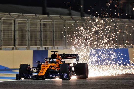 Carlos Sainz Jr (ESP) McLaren MCL34 sends sparks flying.