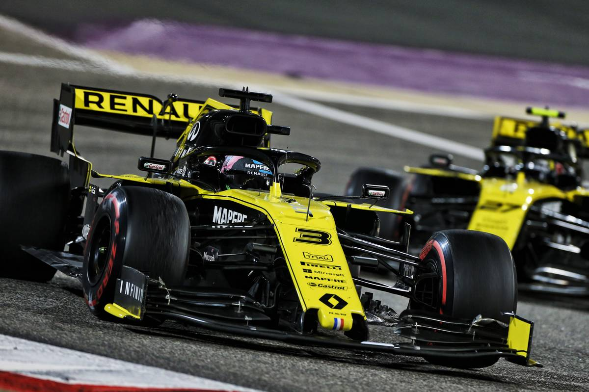 Daniel Ricciardo (AUS) Renault F1 Team RS19 leads team mate Nico Hulkenberg (GER) Renault F1 Team RS19.