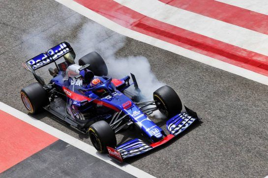 Alexander Albon (THA) Scuderia Toro Rosso STR14 locks up under braking. 03.04.2019. Formula One Testing, Sakhir, Bahrain, Wednesday. - www.xpbimages.com, EMail: requests@xpbimages.com - copy of publication required for printed pictures. Every used picture is fee-liable. © Copyright: Batchelor / XPB Images