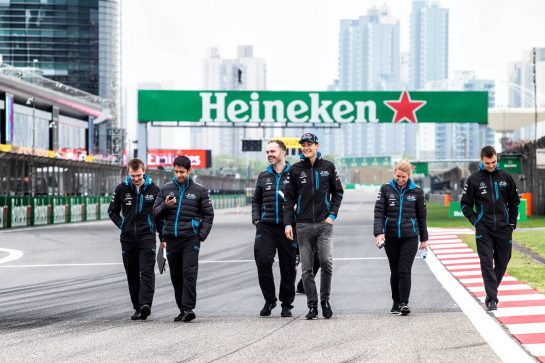 George Russell (GBR) Williams Racing walks the circuit with the team. 11.04.2019. Formula 1 World Championship, Rd 3, Chinese Grand Prix, Shanghai, China, Preparation Day.  - www.xpbimages.com, EMail: requests@xpbimages.com - copy of publication required for printed pictures. Every used picture is fee-liable. © Copyright: Bearne / XPB Images