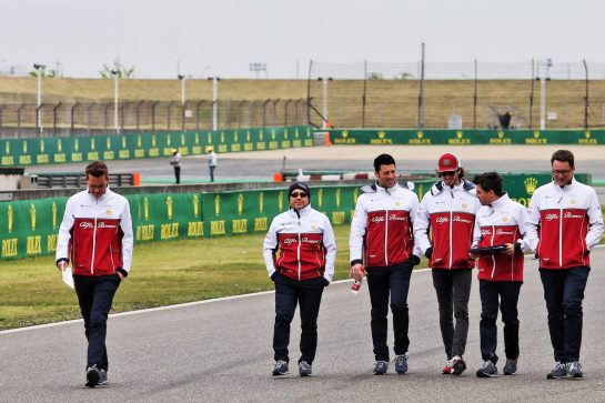 Antonio Giovinazzi (ITA) Alfa Romeo Racing walks the circuit with the team. 11.04.2019. Formula 1 World Championship, Rd 3, Chinese Grand Prix, Shanghai, China, Preparation Day. - www.xpbimages.com, EMail: requests@xpbimages.com - copy of publication required for printed pictures. Every used picture is fee-liable. © Copyright: Moy / XPB Images