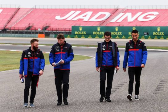 Alexander Albon (THA) Scuderia Toro Rosso walks the circuit with the team. 11.04.2019. Formula 1 World Championship, Rd 3, Chinese Grand Prix, Shanghai, China, Preparation Day. - www.xpbimages.com, EMail: requests@xpbimages.com - copy of publication required for printed pictures. Every used picture is fee-liable. © Copyright: Moy / XPB Images