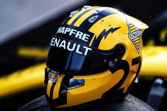 Retro helmet design for Nico Hulkenberg (GER) Renault F1 Team to celebrate the 1000th F1 GP. 11.04.2019. Formula 1 World Championship, Rd 3, Chinese Grand Prix, Shanghai, China, Preparation Day. - www.xpbimages.com, EMail: requests@xpbimages.com - copy of publication required for printed pictures. Every used picture is fee-liable. © Copyright: Charniaux / XPB Images