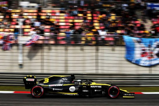 Daniel Ricciardo (AUS) Renault F1 Team RS19. 13.04.2019. Formula 1 World Championship, Rd 3, Chinese Grand Prix, Shanghai, China, Qualifying Day. - www.xpbimages.com, EMail: requests@xpbimages.com - copy of publication required for printed pictures. Every used picture is fee-liable. © Copyright: Moy / XPB Images