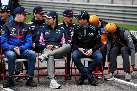 1000th F1 race photograph - (L to R): Daniil Kvyat (RUS) Scuderia Toro Rosso; Sergio Perez (MEX) Racing Point F1 Team; Robert Kubica (POL) Williams Racing. 14.04.2019. Formula 1 World Championship, Rd 3, Chinese Grand Prix, Shanghai, China, Race Day. - www.xpbimages.com, EMail: requests@xpbimages.com - copy of publication required for printed pictures. Every used picture is fee-liable. © Copyright: Batchelor / XPB Images