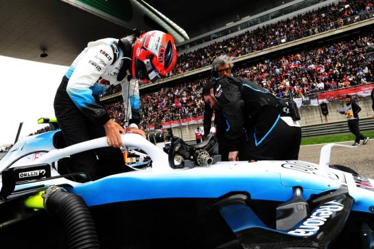Robert Kubica (POL) Williams Racing FW42 on the grid. 14.04.2019. Formula 1 World Championship, Rd 3, Chinese Grand Prix, Shanghai, China, Race Day.  - www.xpbimages.com, EMail: requests@xpbimages.com - copy of publication required for printed pictures. Every used picture is fee-liable. © Copyright: Bearne / XPB Images