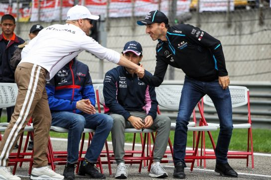 (L to R): Valtteri Bottas (FIN) Mercedes AMG F1 and Robert Kubica (POL) Williams Racing on the drivers parade. 14.04.2019. Formula 1 World Championship, Rd 3, Chinese Grand Prix, Shanghai, China, Race Day. - www.xpbimages.com, EMail: requests@xpbimages.com - copy of publication required for printed pictures. Every used picture is fee-liable. © Copyright: Photo4 / XPB Images