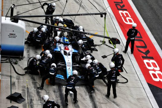 Robert Kubica (POL) Williams Racing FW42 makes a pit stop. 14.04.2019. Formula 1 World Championship, Rd 3, Chinese Grand Prix, Shanghai, China, Race Day.  - www.xpbimages.com, EMail: requests@xpbimages.com - copy of publication required for printed pictures. Every used picture is fee-liable. © Copyright: Bearne / XPB Images