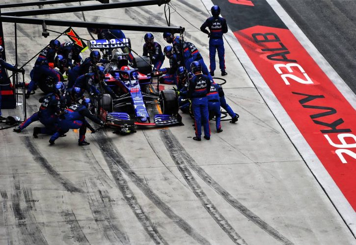 Carlos Sainz Jr. blames impatient Daniil Kvyat for collision