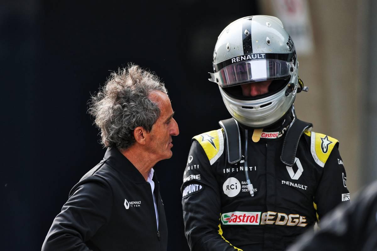 Alain Prost (FRA) Renault F1 Team Special Advisor and Daniel Ricciardo (AUS) Renault F1 Team in parc ferme.