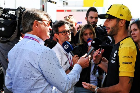 Daniel Ricciardo (AUS) Renault F1 Team with the media.