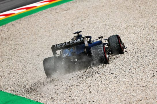 Romain Grosjean (FRA) Haas F1 Team VF-19 runs wide into the gravel trap. 10.05.2019. Formula 1 World Championship, Rd 5, Spanish Grand Prix, Barcelona, Spain, Practice Day. - www.xpbimages.com, EMail: requests@xpbimages.com - copy of publication required for printed pictures. Every used picture is fee-liable. © Copyright: Moy / XPB Images
