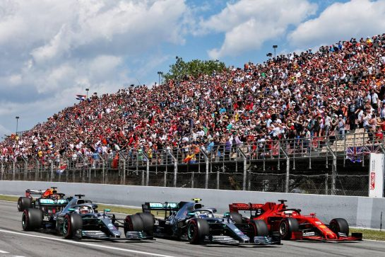 (L to R): Lewis Hamilton (GBR) Mercedes AMG F1 W10, Valtteri Bottas (FIN) Mercedes AMG F1 W10, and Sebastian Vettel (GER) Ferrari SF90 at the start of the race.
