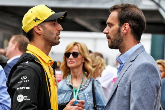 (L to R): Daniel Ricciardo (AUS) Renault F1 Team with Jean-Eric Vergne (FRA) Ferrari SF15-T Test Driver.