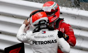 Two Nikis fighting with Lauda's spirit