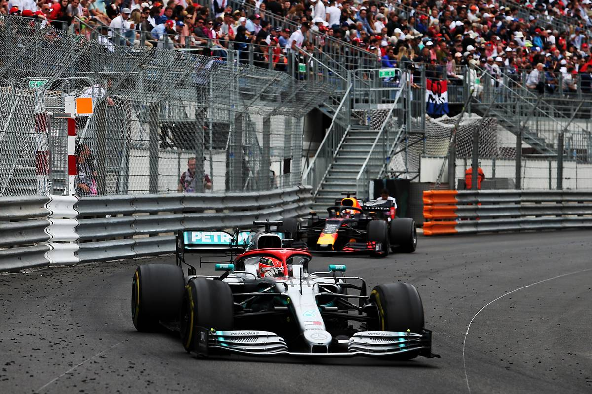 Lewis Hamilton (GBR) Mercedes AMG F1 W10 leadss Max Verstappen (NLD) Red Bull Racing RB15.