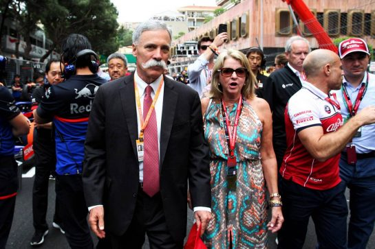 Chase Carey (USA) Formula One Group Chairman on the grid with his wife Wendy Carey (USA).