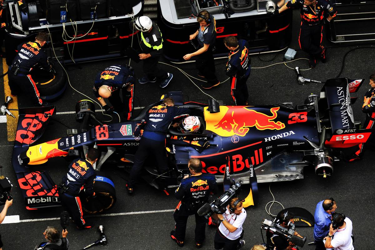 Max Verstappen (NLD) Red Bull Racing RB15 on the grid