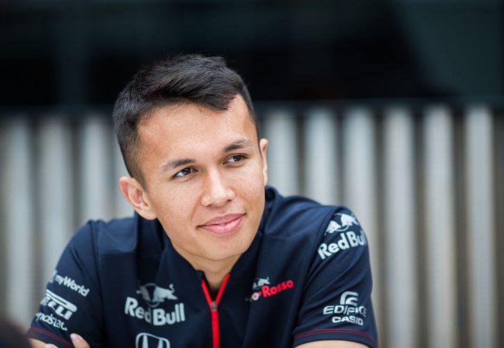 Alex Albon: 'Siempre es bueno recibir elogios de un piloto como Hamilton'
