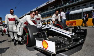 Vasseur wants fewer mistakes from Alfa Romeo after pointless run