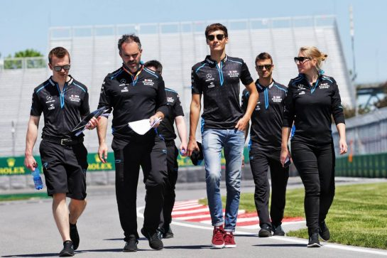 George Russell (GBR) Williams Racing walks the circuit with the team.