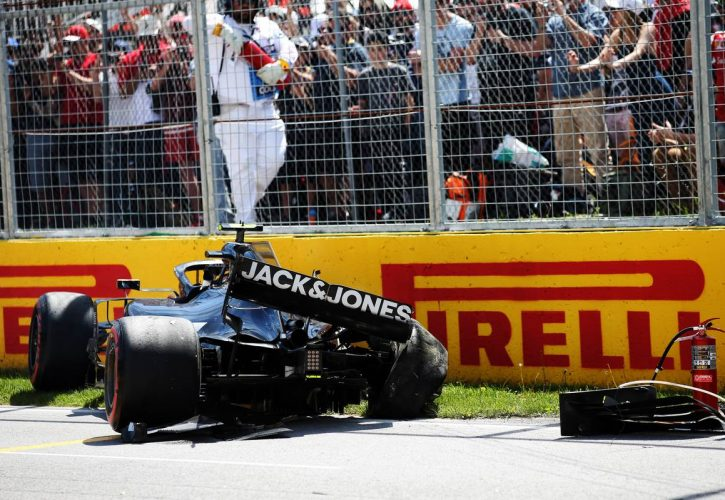 Kevin Magnussen (DEN) Haas VF-19 crashed in qualifying.