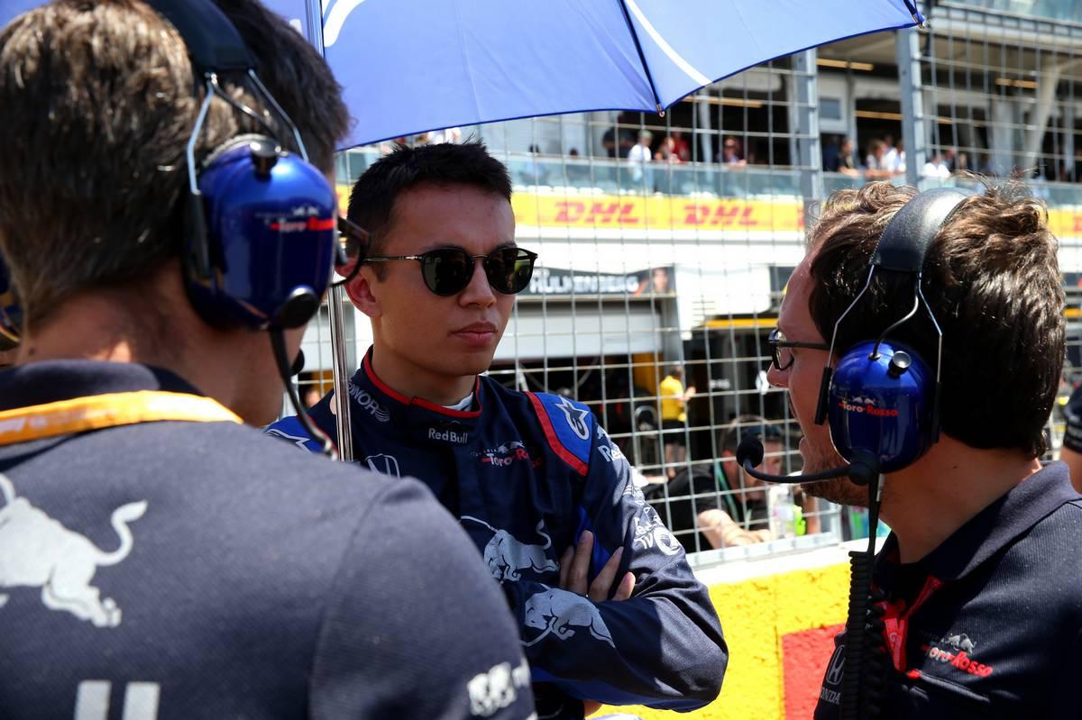 Alexander Albon (THA) Scuderia Toro Rosso STR14.