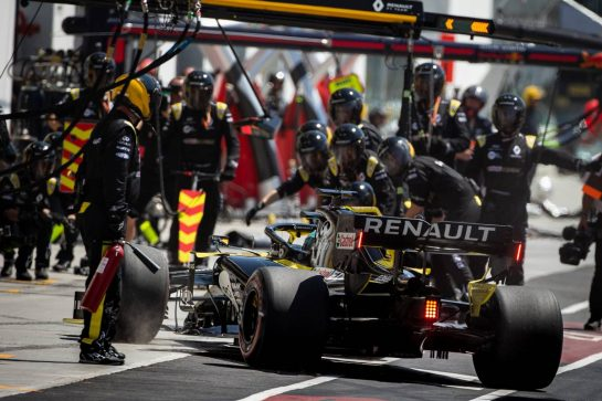 Daniel Ricciardo (AUS) Renault F1 Team RS19 makes a pit stop. 09.06.2019. Formula 1 World Championship, Rd 7, Canadian Grand Prix, Montreal, Canada, Race Day.  - www.xpbimages.com, EMail: requests@xpbimages.com - copy of publication required for printed pictures. Every used picture is fee-liable. © Copyright: Bearne / XPB Images