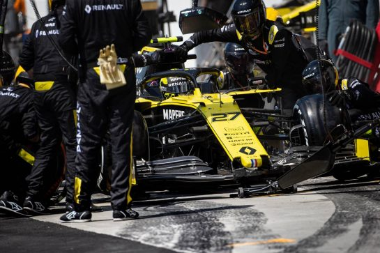 Nico Hulkenberg (GER) Renault F1 Team RS19 makes a pit stop. 09.06.2019. Formula 1 World Championship, Rd 7, Canadian Grand Prix, Montreal, Canada, Race Day.  - www.xpbimages.com, EMail: requests@xpbimages.com - copy of publication required for printed pictures. Every used picture is fee-liable. © Copyright: Bearne / XPB Images