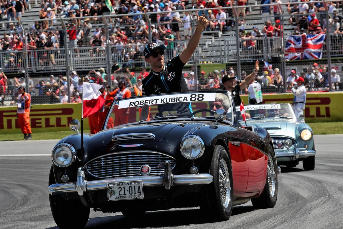 Robert Kubica (POL) Williams Racing on the drivers parade.