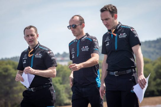 Robert Kubica (POL) Williams Racing walks the circuit with the team.