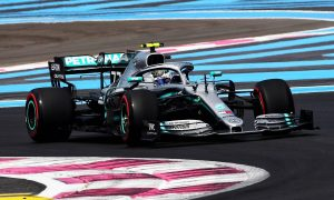 Bottas keeps Mercedes in charge in FP2