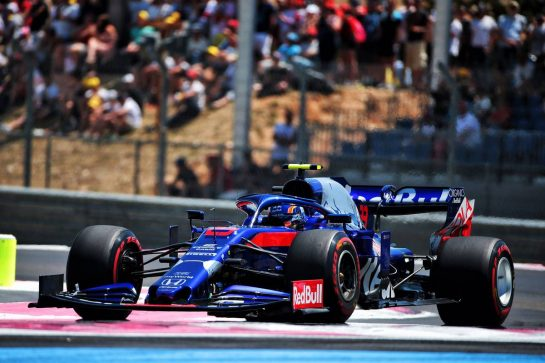 Alexander Albon (THA) Scuderia Toro Rosso STR14.