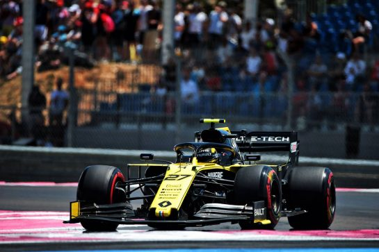 Nico Hulkenberg (GER) Renault F1 Team RS19.