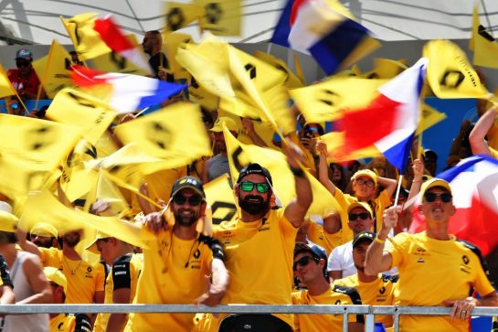 Renault F1 Team fans in the grandstand. 23.06.2019. Formula 1 World Championship, Rd 8, French Grand Prix, Paul Ricard, France, Race Day. - www.xpbimages.com, EMail: requests@xpbimages.com - copy of publication required for printed pictures. Every used picture is fee-liable. © Copyright: Moy / XPB Images