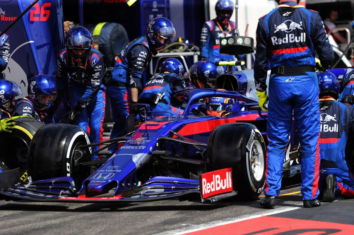 Alexander Albon (THA) Scuderia Toro Rosso STR14 makes a pit stop.