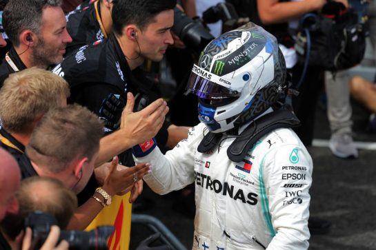 Valtteri Bottas (FIN) Mercedes AMG F1 celebrates his second position with the team in parc ferme. 23.06.2019. Formula 1 World Championship, Rd 8, French Grand Prix, Paul Ricard, France, Race Day.  - www.xpbimages.com, EMail: requests@xpbimages.com - copy of publication required for printed pictures. Every used picture is fee-liable. © Copyright: Bearne / XPB Images