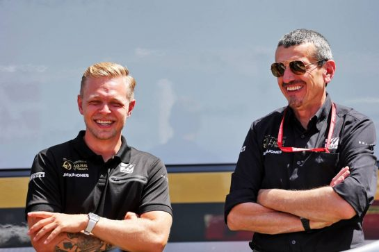 (L to R): Kevin Magnussen (DEN) Haas F1 Team with Guenther Steiner (ITA) Haas F1 Team Prinicipal. 27.06.2019. Formula 1 World Championship, Rd 9, Austrian Grand Prix, Spielberg, Austria, Preparation Day.  - www.xpbimages.com, EMail: requests@xpbimages.com - copy of publication required for printed pictures. Every used picture is fee-liable. © Copyright: Bearne / XPB Images