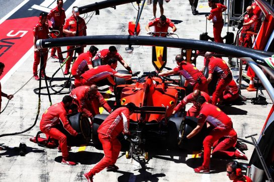 Sebastian Vettel (GER) Ferrari SF90 practices a pit stop. 28.06.2019. Formula 1 World Championship, Rd 9, Austrian Grand Prix, Spielberg, Austria, Practice Day. - www.xpbimages.com, EMail: requests@xpbimages.com - copy of publication required for printed pictures. Every used picture is fee-liable. © Copyright: Moy / XPB Images
