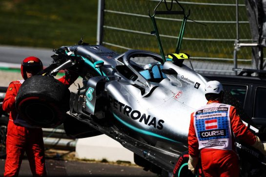 The damaged Mercedes AMG F1 W10 of Valtteri Bottas (FIN) after he crashed in the second practice session. 28.06.2019. Formula 1 World Championship, Rd 9, Austrian Grand Prix, Spielberg, Austria, Practice Day. - www.xpbimages.com, EMail: requests@xpbimages.com - copy of publication required for printed pictures. Every used picture is fee-liable. © Copyright: Moy / XPB Images
