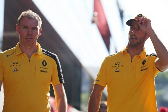 Alan Permane (GBR), Renault Sport F1 Team Trackside Operations Director and Daniel Ricciardo (AUS), Renault F1 Team 28.06.2019. Formula 1 World Championship, Rd 9, Austrian Grand Prix, Spielberg, Austria, Practice Day.- www.xpbimages.com, EMail: requests@xpbimages.com - copy of publication required for printed pictures. Every used picture is fee-liable. © Copyright: Charniaux / XPB Images