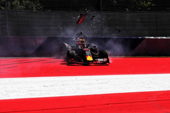 Max Verstappen (NLD) Red Bull Racing RB15 crashes in the second practice session. 28.06.2019. Formula 1 World Championship, Rd 9, Austrian Grand Prix, Spielberg, Austria, Practice Day. - www.xpbimages.com, EMail: requests@xpbimages.com - copy of publication required for printed pictures. Every used picture is fee-liable. © Copyright: Photo4 / XPB Images