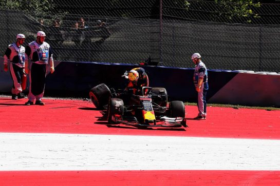 Max Verstappen (NLD) Red Bull Racing RB15 crashed in the second practice session. 28.06.2019. Formula 1 World Championship, Rd 9, Austrian Grand Prix, Spielberg, Austria, Practice Day. - www.xpbimages.com, EMail: requests@xpbimages.com - copy of publication required for printed pictures. Every used picture is fee-liable. © Copyright: Photo4 / XPB Images