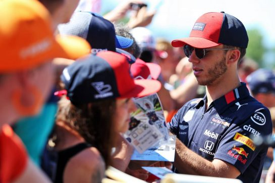 Pierre Gasly (FRA) Red Bull Racing signs autographs for the fans.