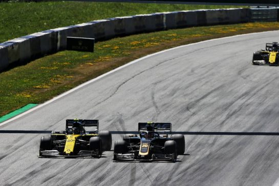 (L to R): Nico Hulkenberg (GER) Renault F1 Team RS19 and Kevin Magnussen (DEN) Haas VF-19 battle for position.