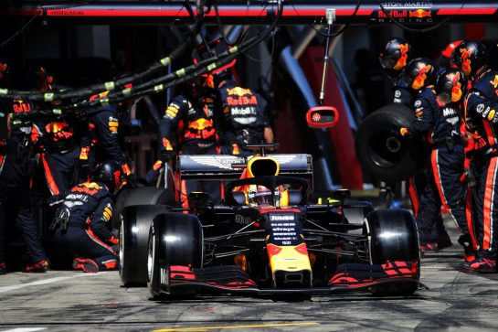 Max Verstappen (NLD) Red Bull Racing RB15 makes a pit stop.